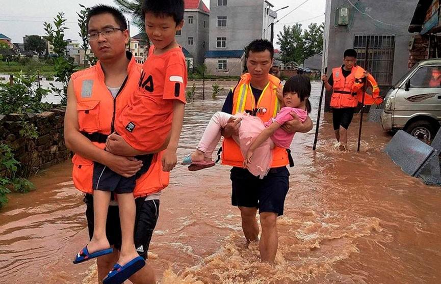 Более 70 тыс. человек в китайской провинции оказались в зоне бедствия из-за ливней