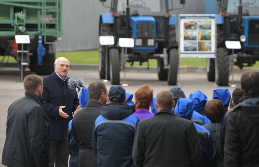 Лукашенко – коллективу льнозавода: Президент подписывает закон, и я никогда не пропущу тот закон, который во вред людям