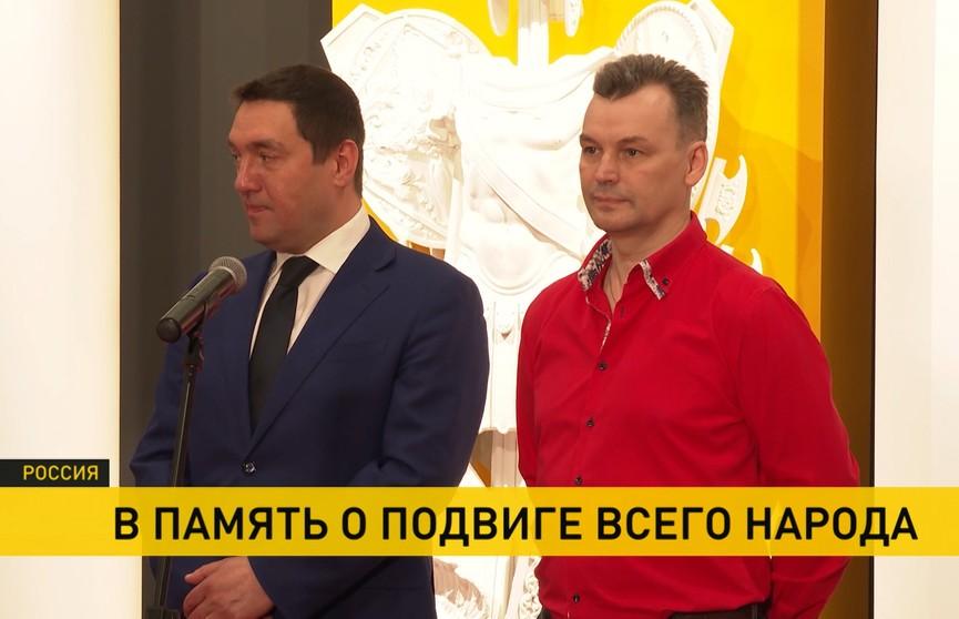 Самое маленькое Знамя Победы передали в дар Московскому музею Победы