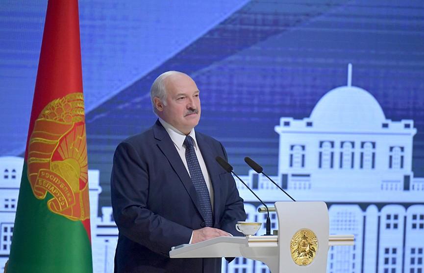 Лукашенко: Здесь надо жить, вас нигде не ждут, там будет не лучше. Подробности поездки Президента в Гомель