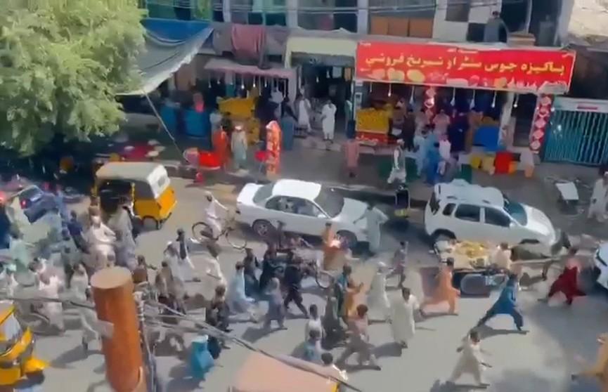 Талибы открыли огонь по митингующим