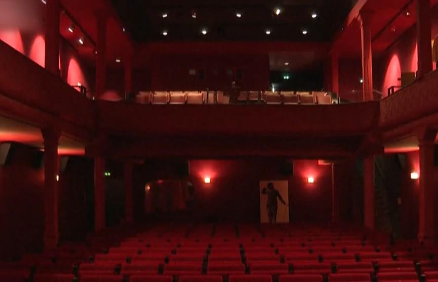 Кинотеатр, показывающий первые фильмы в истории, включен в Книгу рекордов Гиннесса. Угадаете, какой именно?