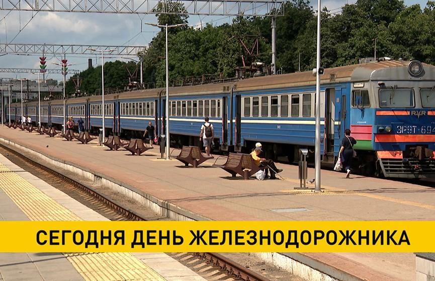 Александр Лукашенко поздравил работников и ветеранов Белорусской железной дороги с профессиональным праздником