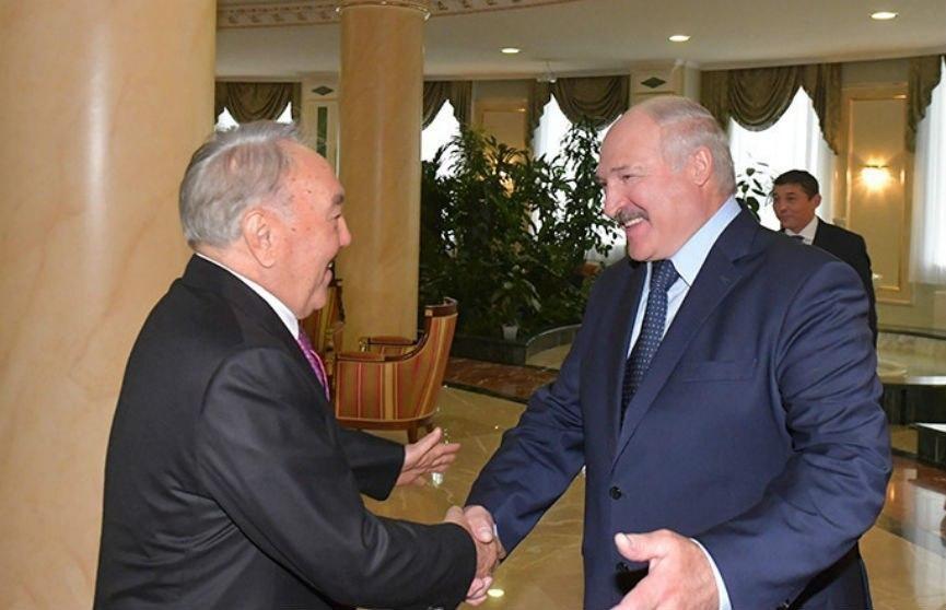 Назарбаев поздравил Лукашенко с победой на президентских выборах