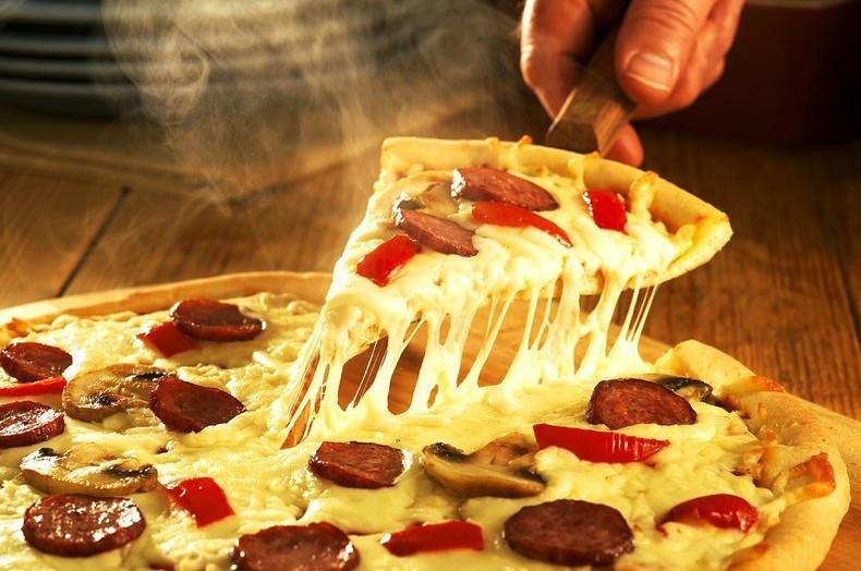 Быстрее, чем доставка: как приготовить пиццу на сковороде за 10 минут 🍕