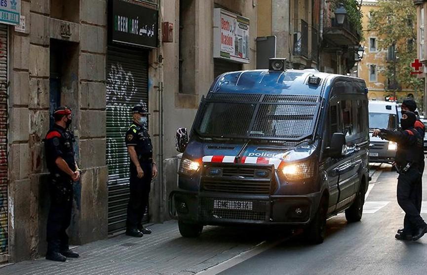 Полицейские в Барселоне ранили угрожавшего им ножом мужчину