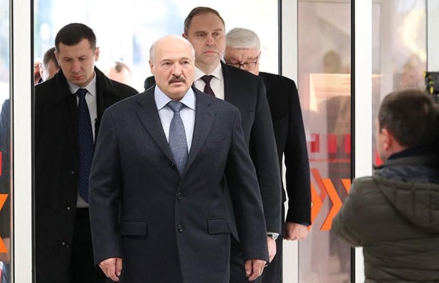 Лукашенко: Надо так сделать, чтобы наш врач был оснащен, как зарубежный