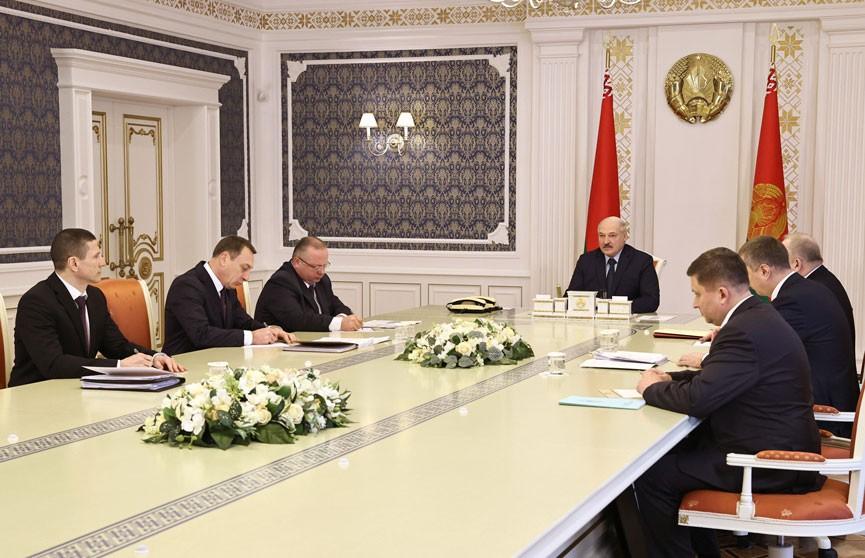Лукашенко: Мы должны рассматривать информационные технологии не только с позиции угроз, но и как возможность для развития