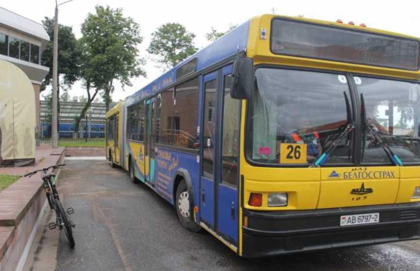 Автобус несколько метров протащил по земле зажатую в дверях женщину в Витебске