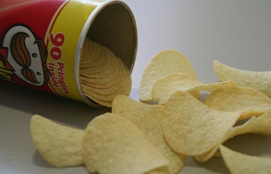 Девушку посадили в тюрьму за открытую пачку чипсов