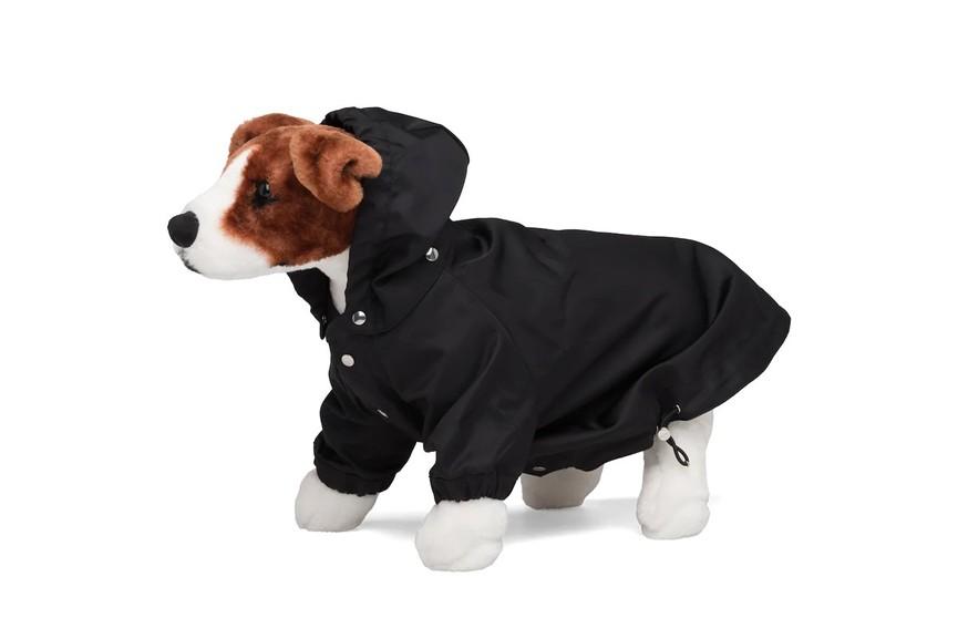 В Prada выпустили нейлоновый плащ для собак