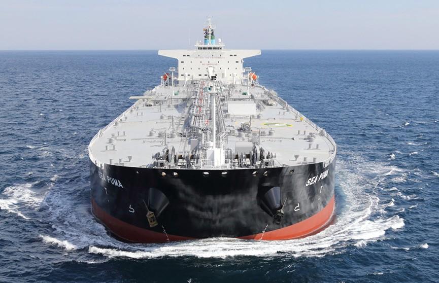 Два танкера подверглись атакам в Оманском заливе. В районе их местонахождения слышны взрывы