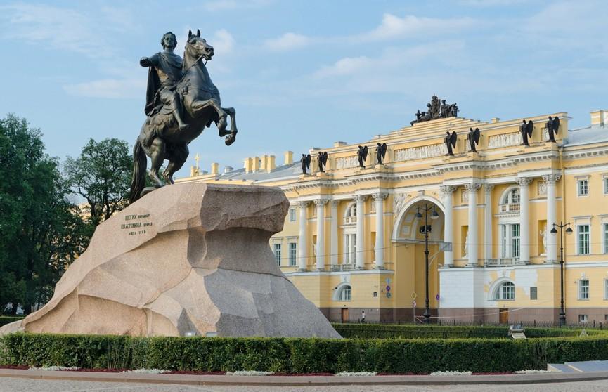 День 18 августа в истории: вышел роман Набокова «Лолита», открыли Медного всадника в Петербурге