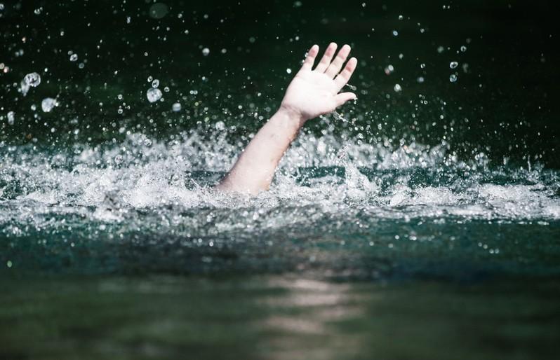 Что делать, если за вас схватились и тянут на дно? Практические советы спасателей, как помочь тонущему. Это должен знать каждый!