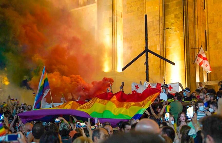 Беспорядки после ЛГБТ-акций в Грузии и США и давление ЕС на Венгрию: почему ценности меньшинств так упорно навязываются большинству