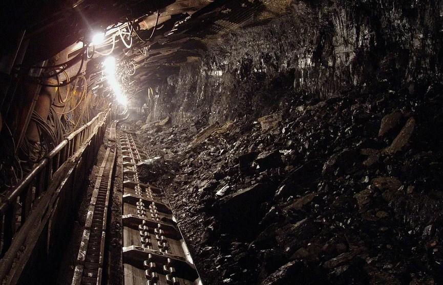 Не менее семи шахтеров застряли под землей при обрушении шахты в Мексике