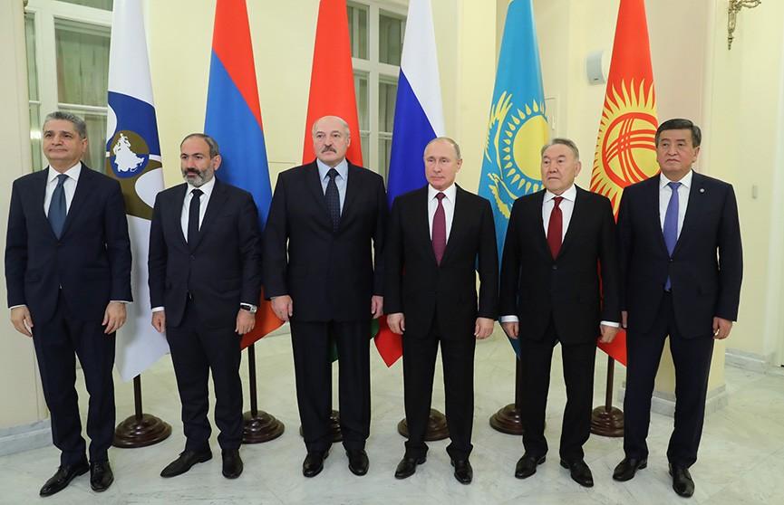 Президент Беларуси принял участие в саммитах ЕАЭС и СНГ в Санкт-Петербурге