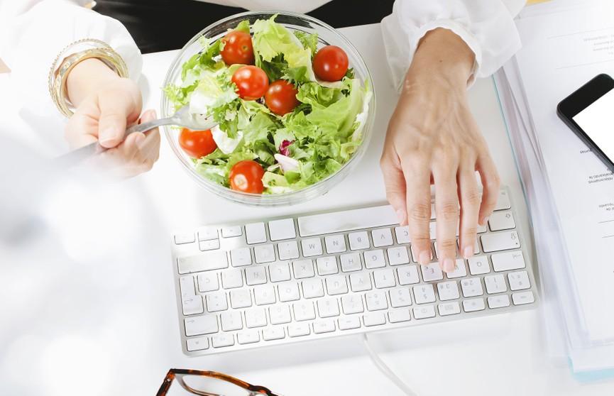 Как правильно питаться, работая дома?