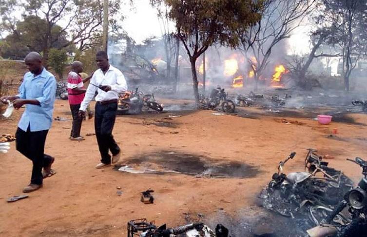 Взрыв бензовоза в Танзании прогремел из-за закуренной сигареты: число погибших растёт