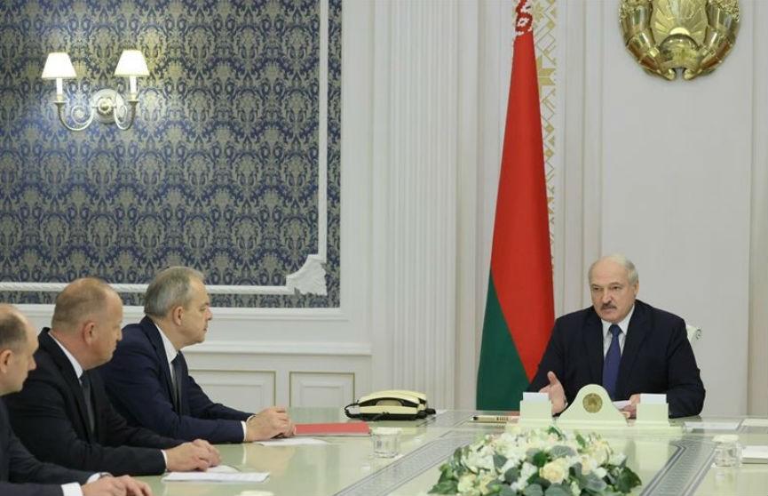 Лукашенко обсудил со специалистами ситуацию с COVID-19