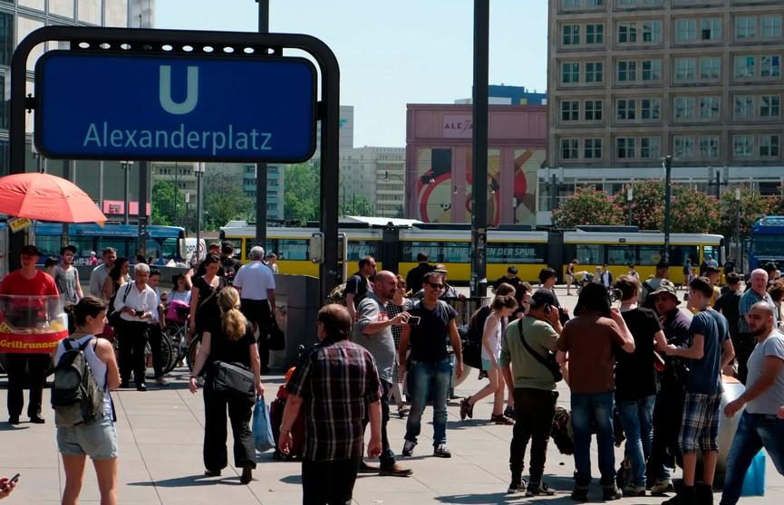 Фанаты двух YouTube-блогеров устроили массовую драку в Берлине