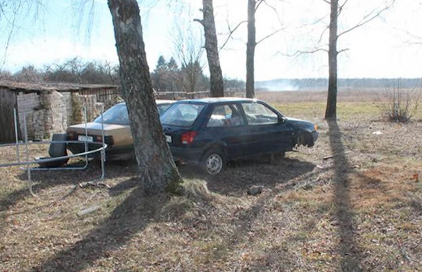 Колёса спущены, бак пуст, аккумулятора нет. Скорее, недвижимость, чем машина. И тем не менее – угнали!