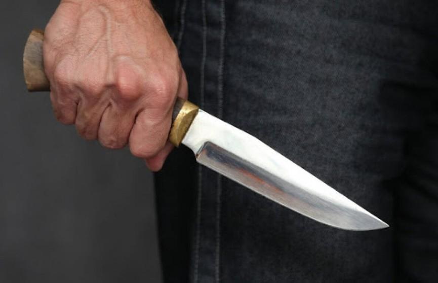 В деревенском доме один гость зарезал другого. В ходе следствия вскрылось ещё одно убийство
