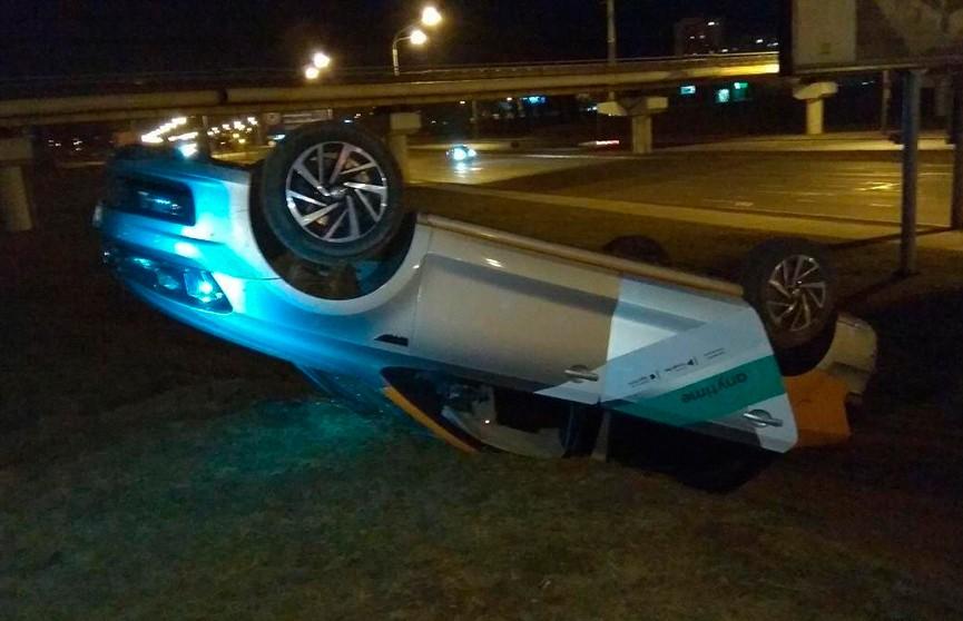 Пьяный водитель перевернулся на каршеринговом Volkswagen в Минске