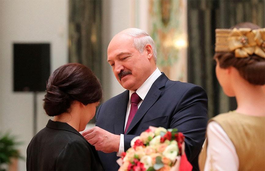 «Самая приятная миссия Президента – раздавать награды заслуженным людям»: Лукашенко вручил госнаграды и генеральские погоны