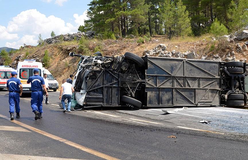Рейсовый автобус перевернулся в Турции: семь человек погибли