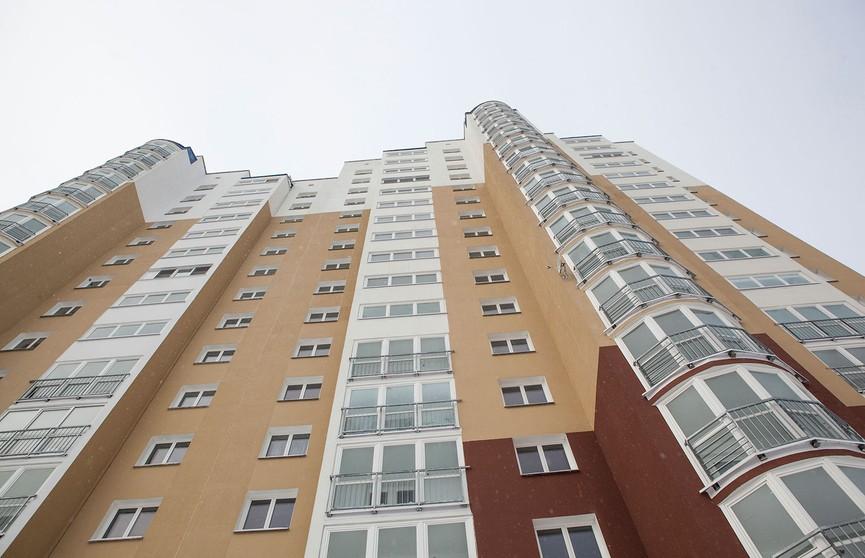 Молодой мужчина упал с многоэтажки и разбился в Минске