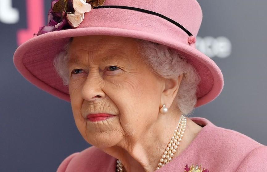 Королева Елизавета II впервые за долгое время вышла в свет