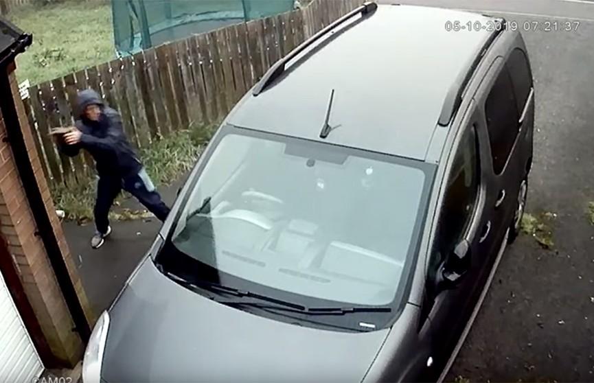 Британцу помешал кирпич угнать авто у инвалида