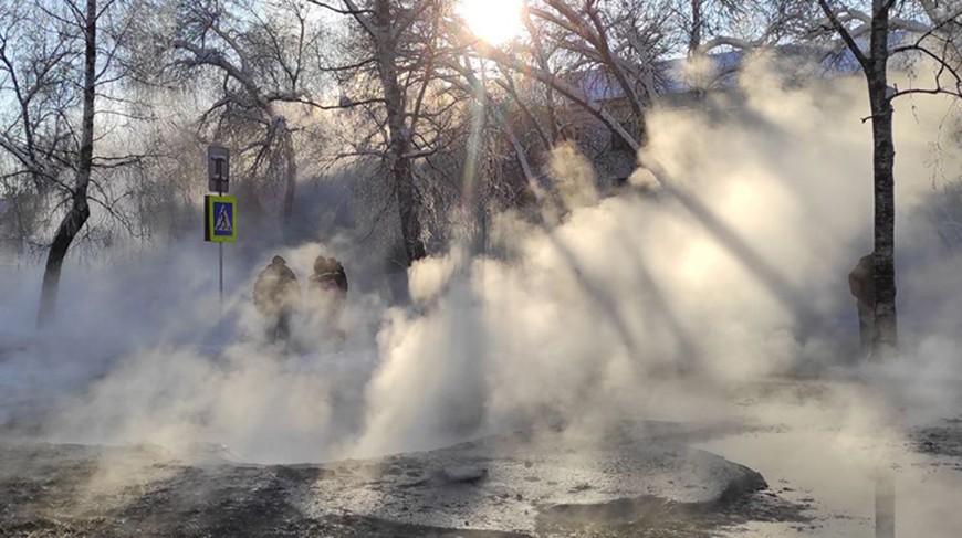 В микрорайоне Степянка в Минске произошло ЧП: горячая вода залила улицу