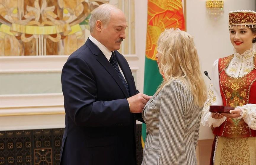 Лукашенко: Пандемия – это не просто болезнь, а политическая и экономическая война