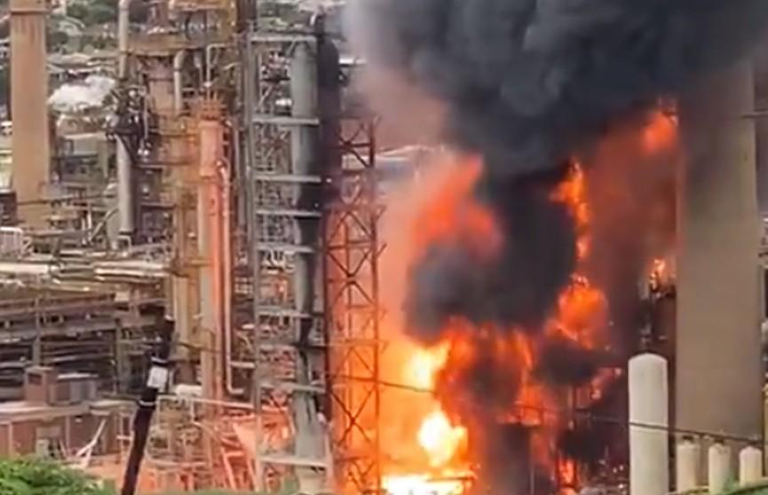 В ЮАР произошел мощный взрыв на нефтеперерабатывающем заводе