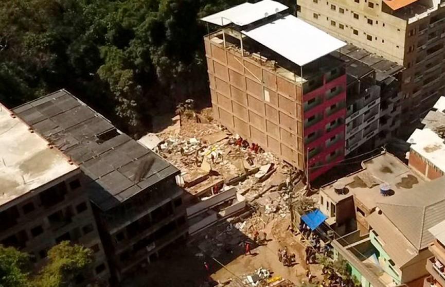 Две жилые многоэтажки обрушились в Рио-де-Жанейро, есть погибшие и раненые