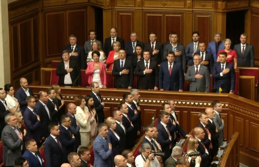 Украинское правительство во главе с премьер-министром Владимиром Гройсманом сложило полномочия перед новоизбранной Верховной Радой
