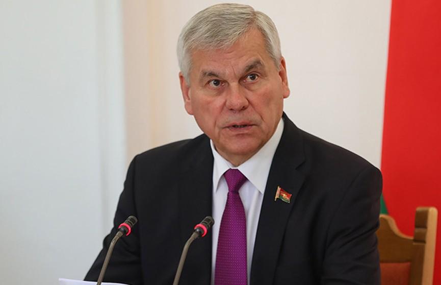 Владимир Андрейченко провел прием граждан в Глубокском райисполкоме