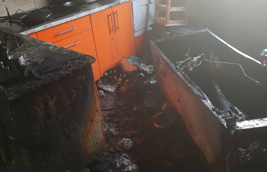 Короткое замыкание электропроводки холодильника привело к пожару в квартире в Минске