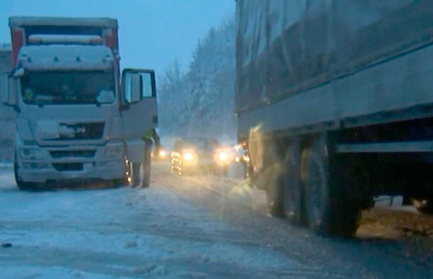 В Боснии бушует снежный шторм: на дорогах пробки, самолёты не могут взлететь