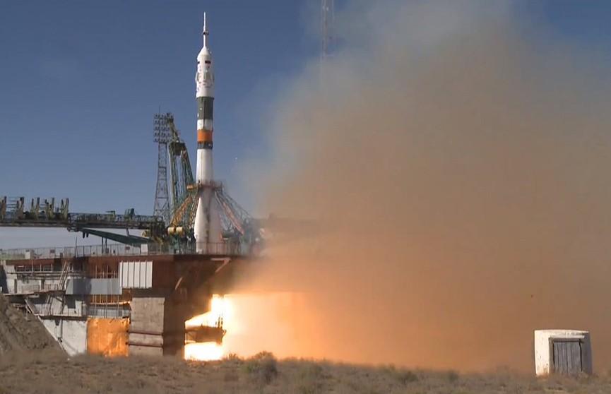 У космического корабля «Союз» отказали двигатели. Экипаж жив