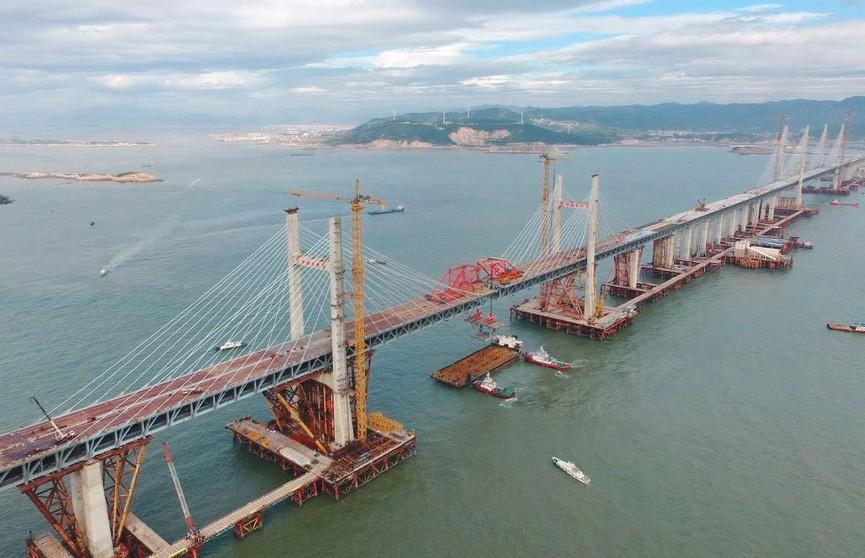 Самый длинный в мире автомобильно-железнодорожный мост построили в Китае