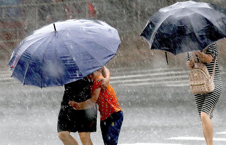 Дожди, град и ветер: 13 августа объявлен оранжевый уровень опасности