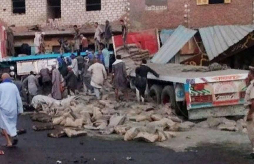 В Египте грузовик въехал в кафе: 12 человек погибли, 28 пострадали