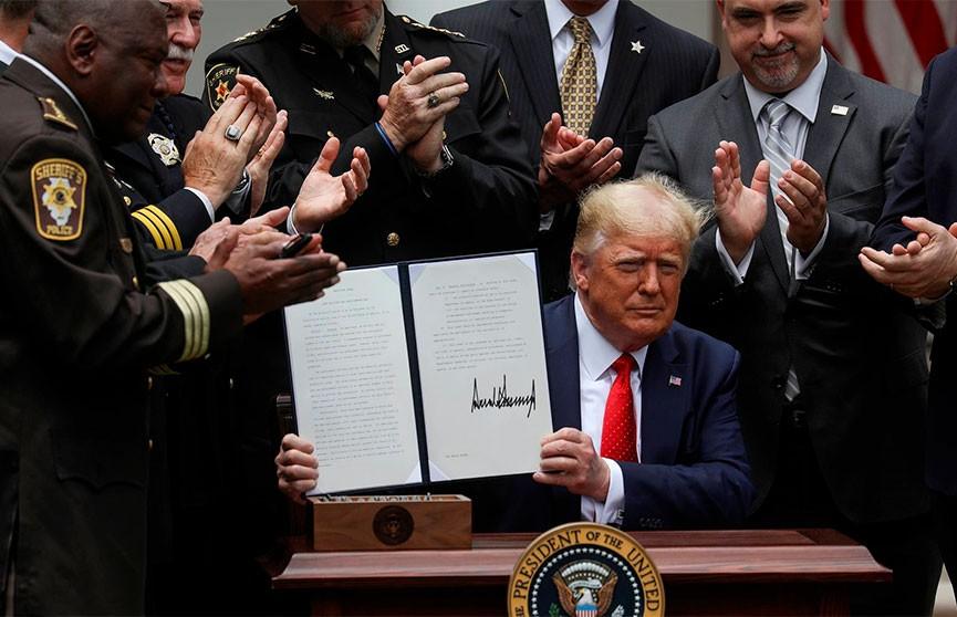 Президент США Дональд Трамп подписал исполнительный указ о реформе американской полиции.