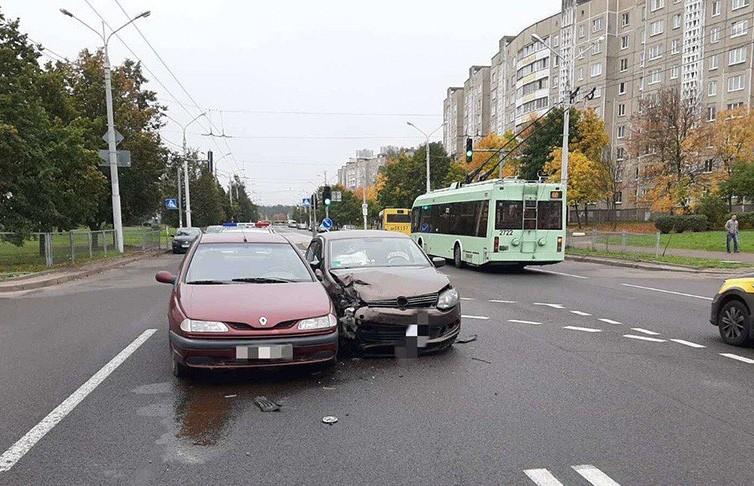 Две машины столкнулись в Минске – пострадала пассажирка