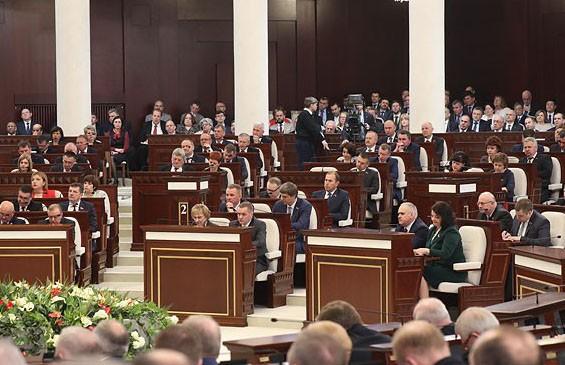 Лукашенко: Предприятия не должны компенсировать свою бесхозяйственность бюджетными деньгами