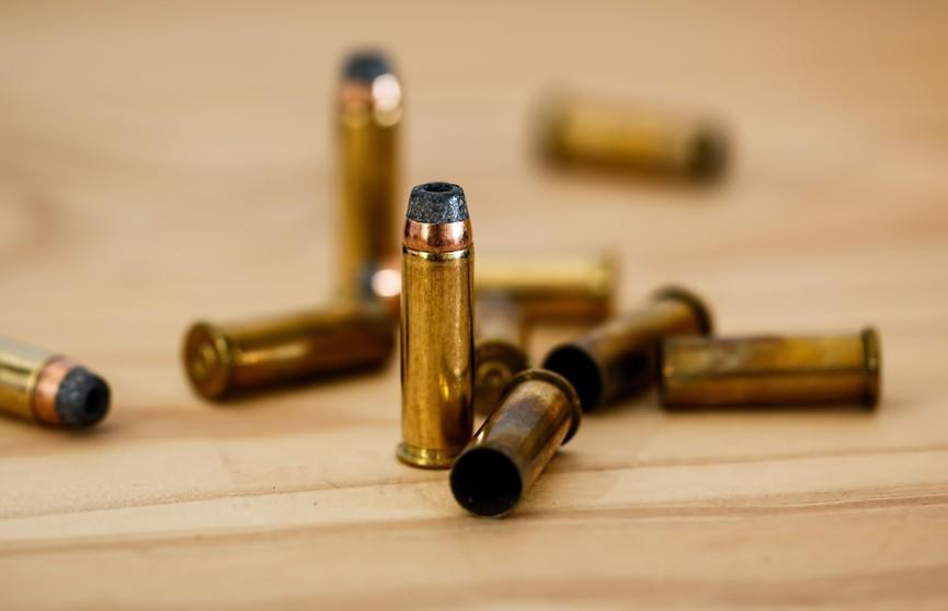 Под Киевом неизвестный мужчина в камуфляже открыл стрельбу по людям