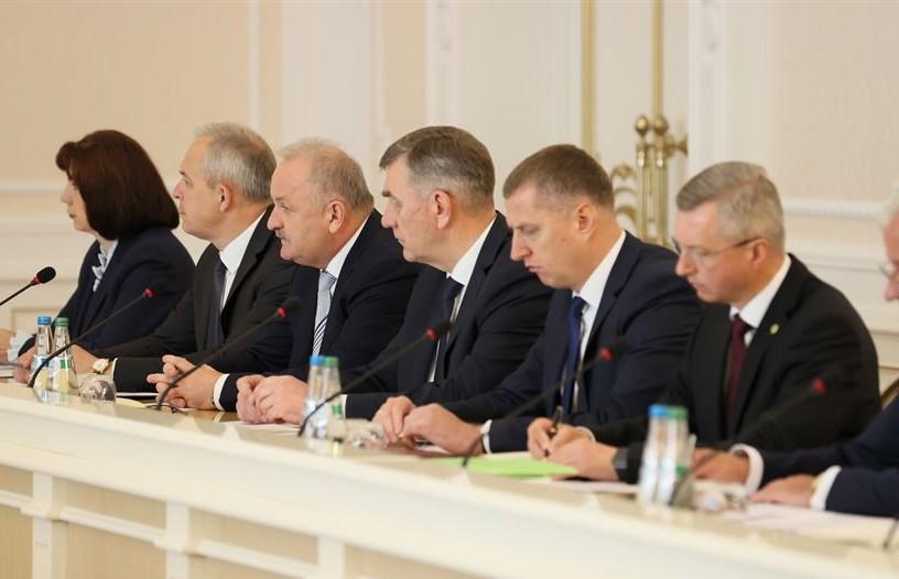 Александр Лукашенко потребовал решительно реагировать на деструктив в СМИ